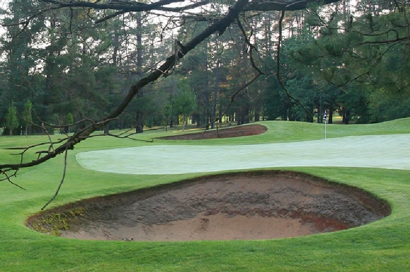 Royal Canberra Golf Club's bunker from hell - You can't handle this bunker!